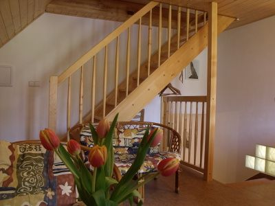 apartmán - schody z jídelny do podkroví
